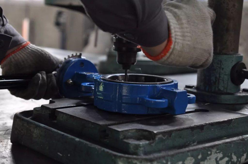 balanced sleeve type pressure relief valve